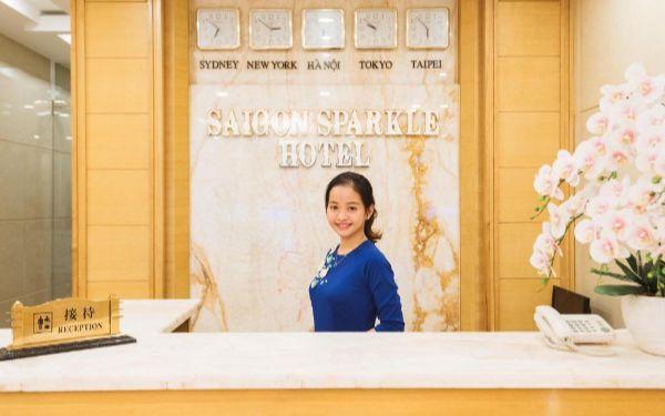 Làm lễ tân khách sạn 4 sao có khó không, cần đáp ứng yêu cầu gì?