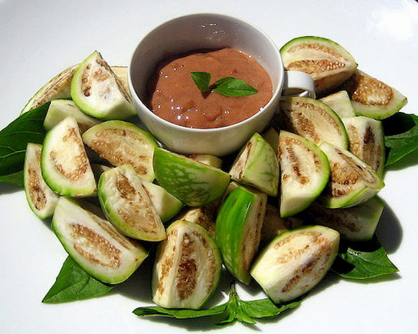 Mắm cáy dùng để chấm nhiều món ăn rất thơm ngon