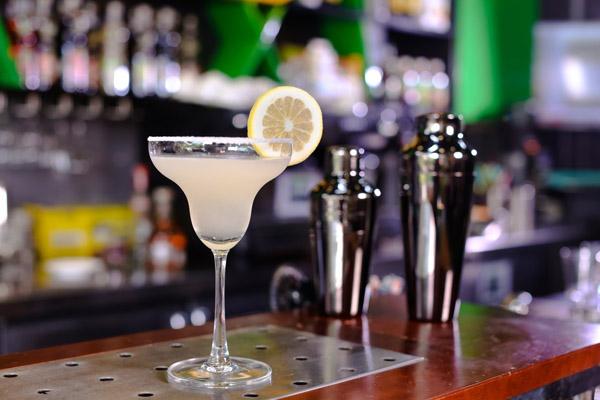 Để tạo ra nhữn loại cocktail Margarita là bao gồm cả những nghệ thuật kết hợp giữa rượu Tequila