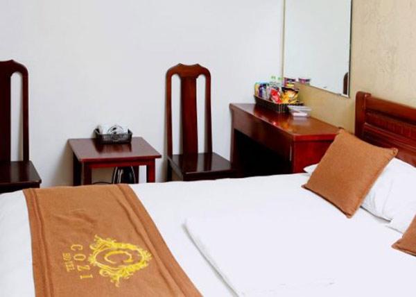 mẫu tấm trang trí giường thường thêu hoặc in tên và logo khách sạn