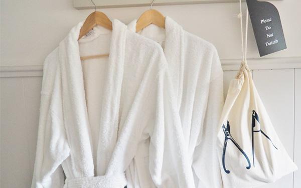 Áo choàng của Muses thiết kế đơn giản mà sang trọng