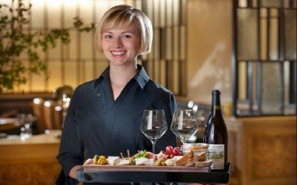 """Nhân viên order là gì? Kỹ năng """"vàng"""" trong làng Order khách sạn là gì?"""