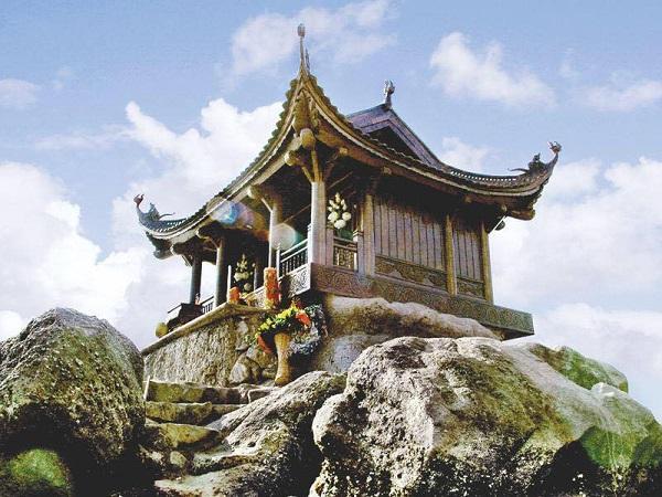Đây ngôi chùa trên đỉnh núi được làm bằng đồng lớn nhất châu Á và thế giớiĐây ngôi chùa trên đỉnh núi được làm bằng đồng lớn nhất châu Á và thế giới