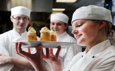 Pastry chef là gì? Khám phá sự thú vị đến từ công việc pastry chef