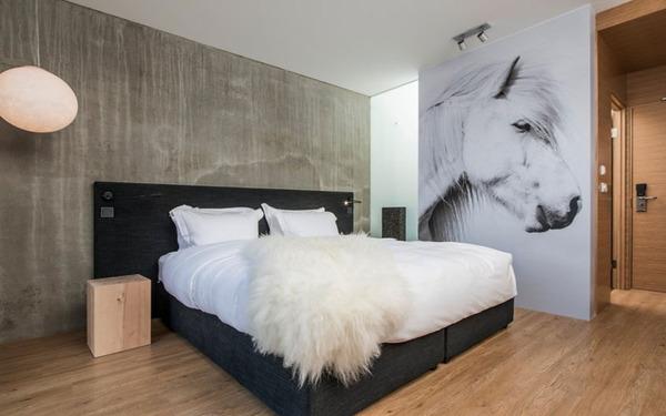 Phòng ngủ hiện đại với thiết kế chất liệu gỗ mộc mạc