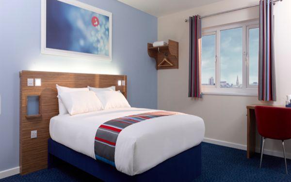 Phòng ngủ với các thiết kế nội thất nhỏ gọn tạo nên không gian dễ chịu
