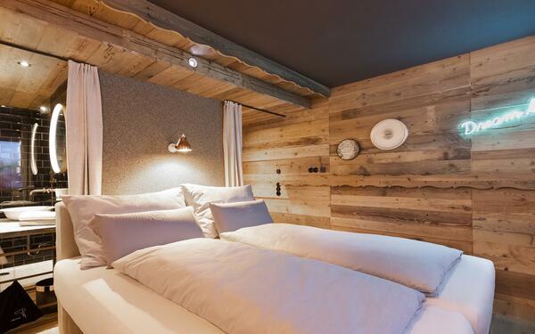 Thiết kế phòng ngủ bằng chất liệu gỗ mang lại không gian ấm cúng