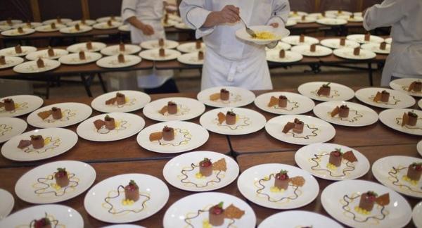 Plate service là gì ? Tìm hiểu về phong cách phục vụ Plate service