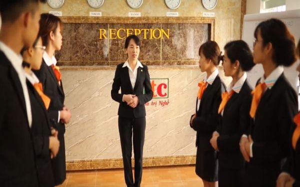 Receptionist là gì? Khám phá tầm quan trọng không ngờ của Receptionist