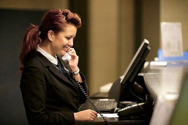 Nhân viên bộ phận đặt phòng sẽ tiếp nhận và xử lí thông tin của khách hàng