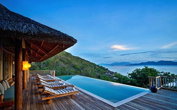 Khu nghỉ dưỡng có view cả biển và núi