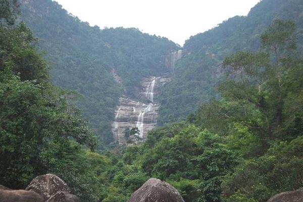 Đến đây du khách còn được chiêm ngưỡng bức tranh thiên nhiên muôn màu sống động