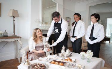 Silver service là gì? Cách phục vụ Silver service trong nhà hàng ra sao?