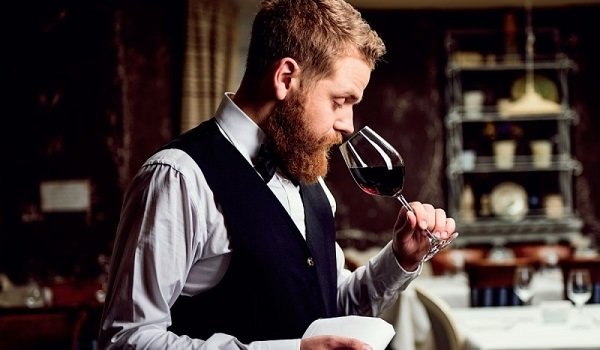 Công việc nếm rượu của Sommelier