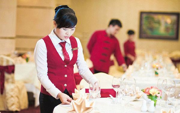 Staff là gì? Những vị trí Staff phổ biến trong nhà hàng khách sạn