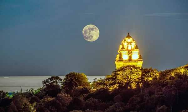 Ngắm Tháp Nhạn tuyệt đẹp mỗi lần về đêm !