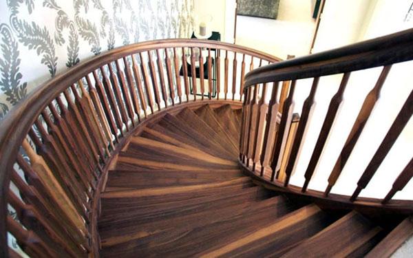 Cầu thang bằng gỗ có khả năng chống trơn tốt