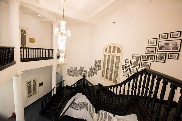 Cầu thang bộ được thiết kế theo phong cách Pháp