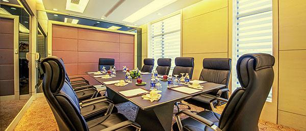 Phòng họp VIP Room có thiết kế sang trọng của khách sạn Brilliant Đà Nẵng 4 sao