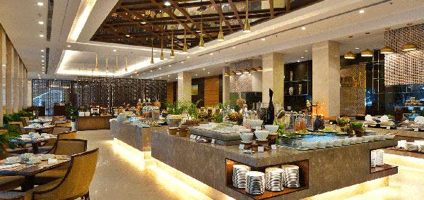 Khách sạn 5 sao thường có quầy buffet dể khách chọn đồ