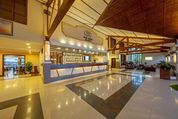 Sảnh resort cần bày trí sang trọng, đầy đủ tiện ích phục vụ tối ưu nhu cầu của du khách
