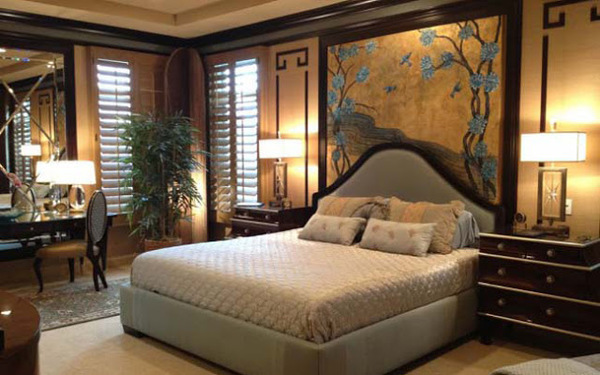 Tranh phong cảnh tạo chiều sâu ấn tượng cho phòng ngủ