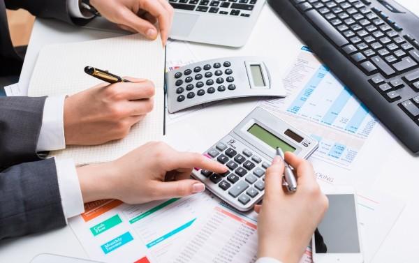 Bộ phận kế toán tổng hợp chứng từ và lập số liệu tương ứng