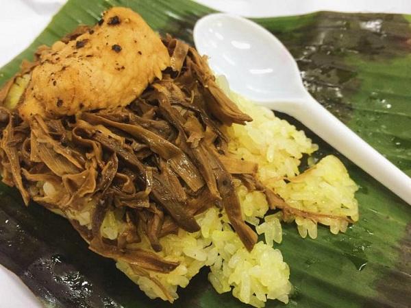 Vị ngọt của măng, thơm của gạo hòa chung với cay từ ớt tạo nên một món ăn lạ mà độc