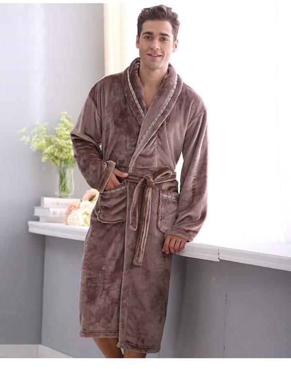 Áo choàng tắm cho phái mạnh thường có màu sắc đơn giản