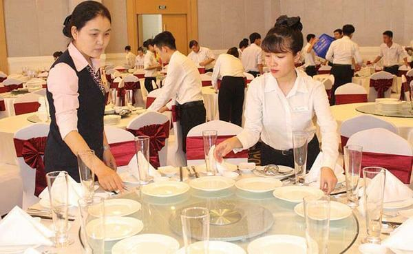 Banquet dọn dẹp các bàn ăn