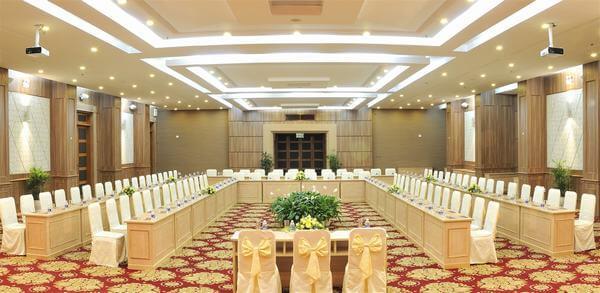 Banquet chuẩn bị đồ dùng trong các cuộc họp