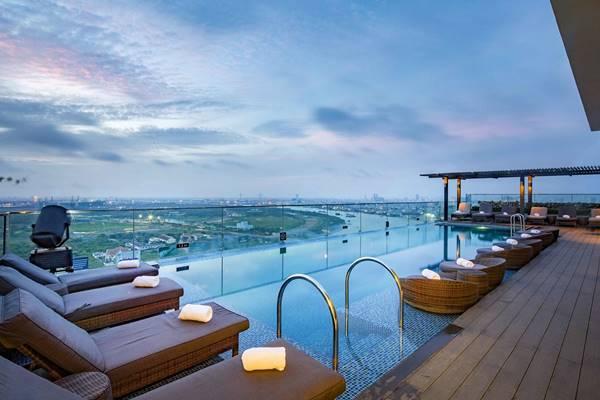 bể bơi trên sân thượng khách sạn đẹp