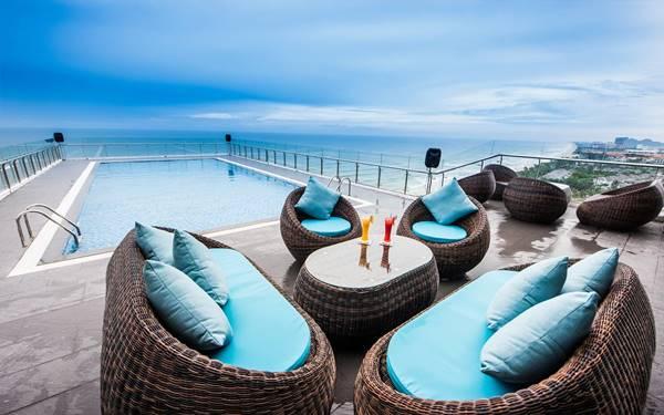 Top các mẫu bể bơi trên sân thượng khách sạn đẹp miễn chê