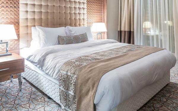 Sử dụng tấm bed runner để trang trí phòng khách sạn