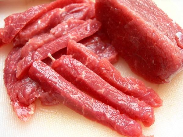 Thịt bò tươi mua về làm món bò nhúng me thơm ngon, hấp dẫn