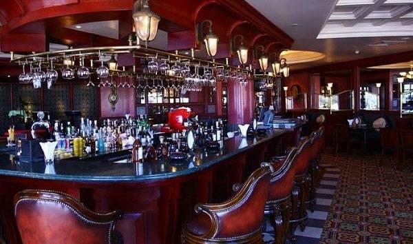 Khu vực quầy bar sang trọng