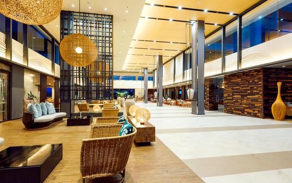 Sảnh resort luôn có không gian rộng đón chào các vị khách quý