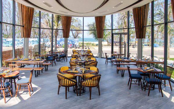 Nhà hàng sở hữu view cảnh biển bốn phương lộng gió