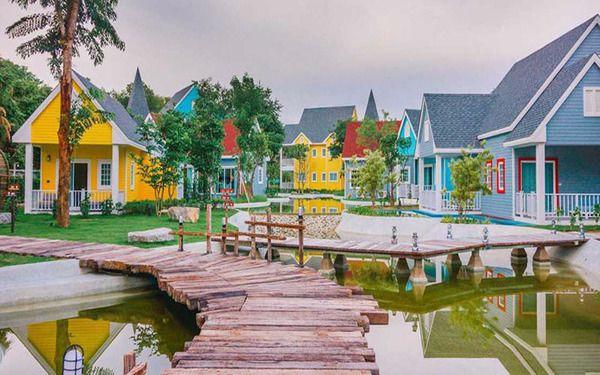 Các ngôi nhà mang màu sắc sặc sỡ thu hút trải nghiệm khách du lịch