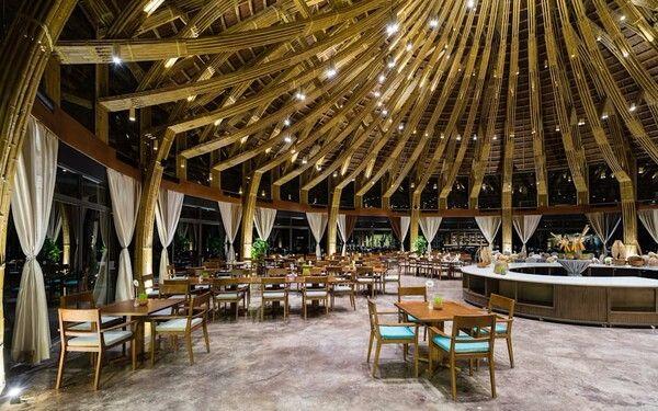 Kiến trúc toàn bộ nhà hàng được tạo hình bằng tre ấn tượng