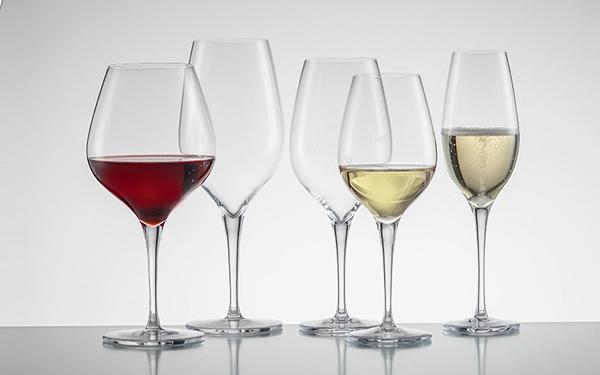 Cách lựa chọn các loại ly uống rượu chuẩn không cần chỉnh