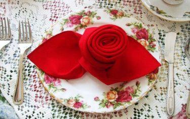 6 cách gấp khăn ăn đẹp độc đáo trang trí bàn tiệc không thể bỏ qua