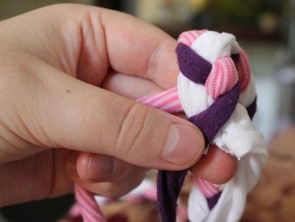 Mách bạn cách làm thảm chùi chân từ vải vụn đơn giản nhất