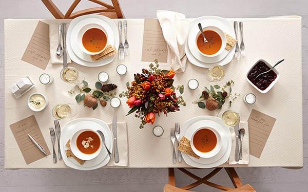 Bàn ăn kiểu Âu và sự cầu kỳ trong cách sắp xếp muỗng nĩa