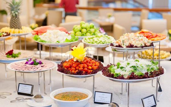 Đa dạng các món ăn trong tiệc buffet sáng
