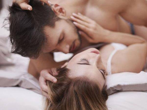 """Rất nhiều người yêu xa phải tìm cách """"cặp bồ"""" để giải quyết nhu cầu sinh lý"""
