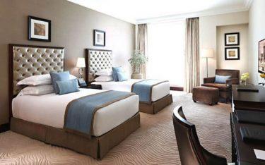Giải đáp thắc mắc: Gối nhỏ trong khách sạn để làm gì?