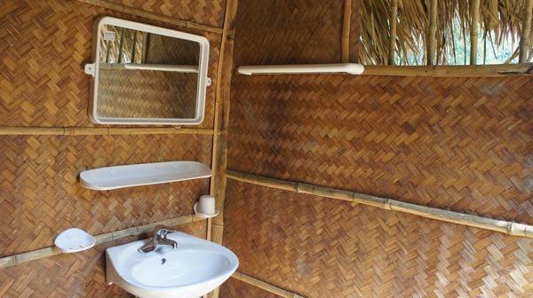 Khu vệ sinh của Ba Vì Family homestay sạch sẽ