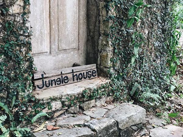 Jungle House - homestay cổ kính tựa lâu đài
