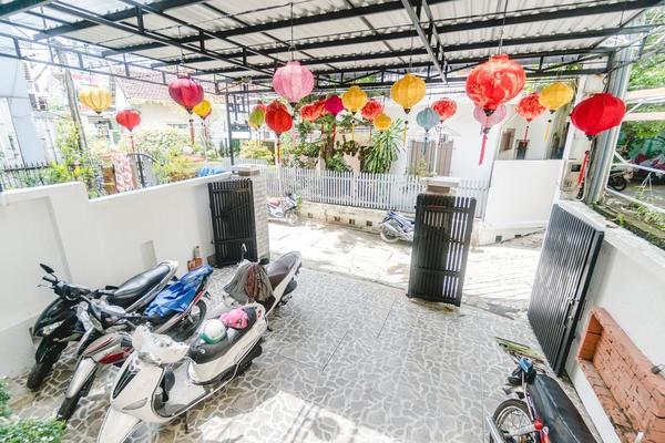 Sân vườn tại New Life Homestay Huế